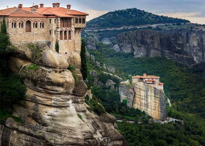 Монастыри Святые Метеоры – самая эксцентричная достопримечательность Греции.