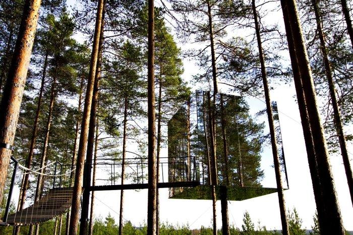 Главным фаворитом всего гостиничного комплекса является зеркальный домик «Mirrorcube» (эко-отельTreehotel, проект архбюро Tham & Videgard). | Фото: orangesmile.com.