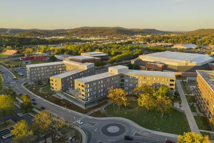 Кампус Университета Арканзаса – это первый в стране инновационный проект реализованный в таком масштабе (Adohi Hall, Фейетвилл).   Фото: forbes.com.