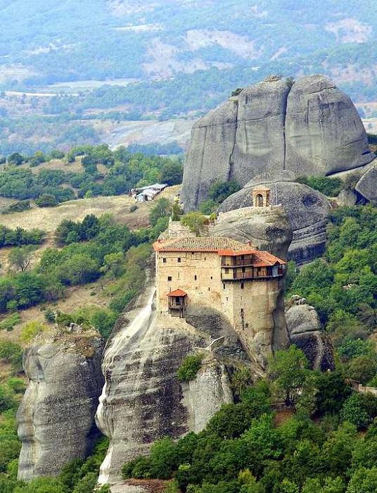 Монастырь Святого Николая Анапавсаса основан в XIV веке (Метеоры, Греция).