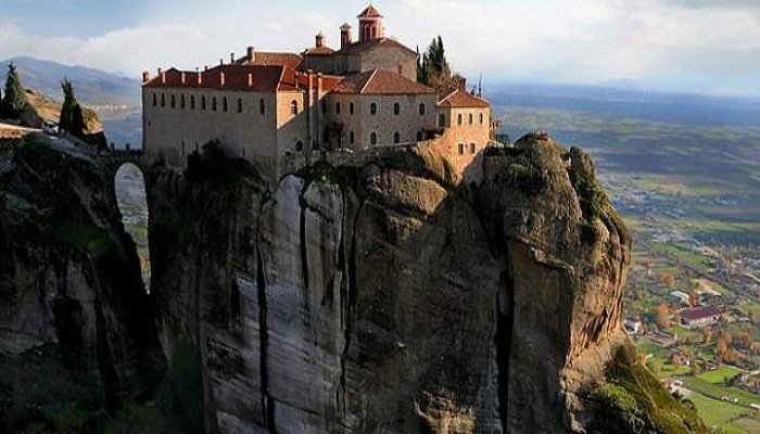 Монастырь Святого Стефана основан в XIV веке (Метеоры, Греция).
