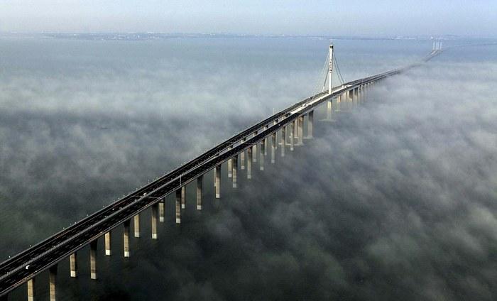 Мост через залив Ханчжоувань (Китай).