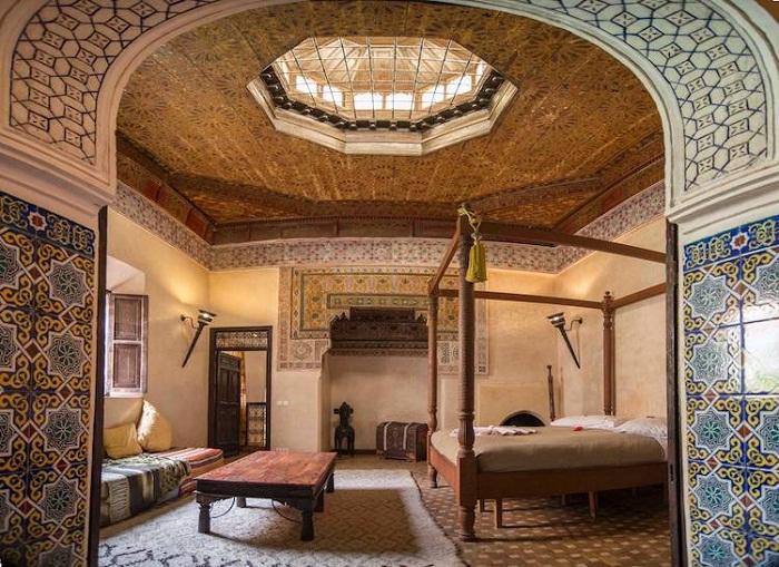 Роскошный дворец оформлен в традиционном стиле (Марракеш, Марокко).