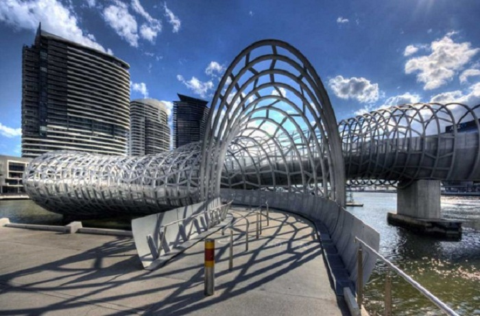 Прототипом конструкции моста Webb Bridge послужила конструкция ловушки для угря (Мельбурн, Австралия). | Фото: for-traveling.ru.