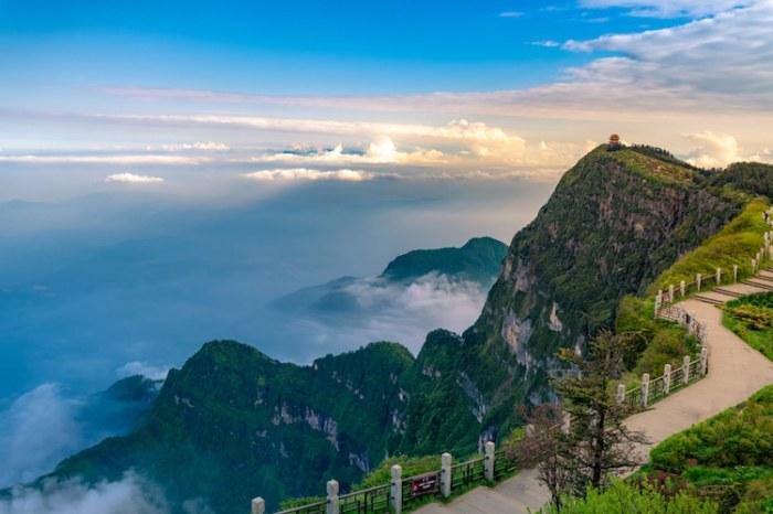 Живописные склоны горы Эмэйшань в Южной Сычуани (Китай). | Фото: mymodernmet.com.