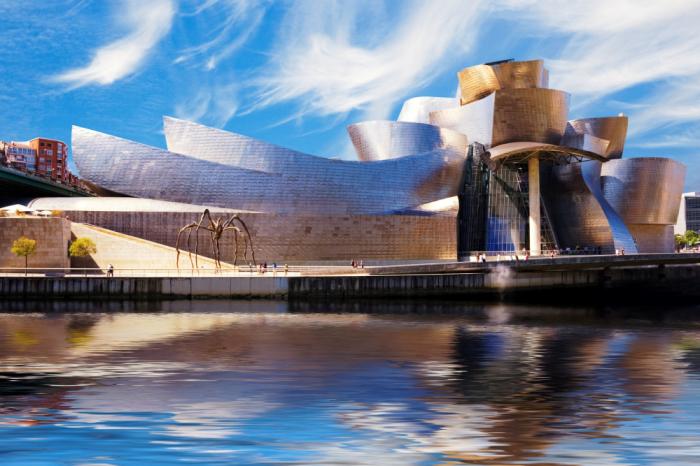 Музей Соломона Гугенхайма в Бильбао принес Фрэнку Гери мировую славу (Испания). | Фото: planetofhotels.com.