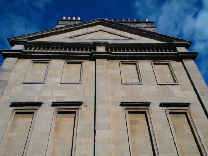 Из-за злосчастного «оконного налога» дома стали строить без окон (Англия).