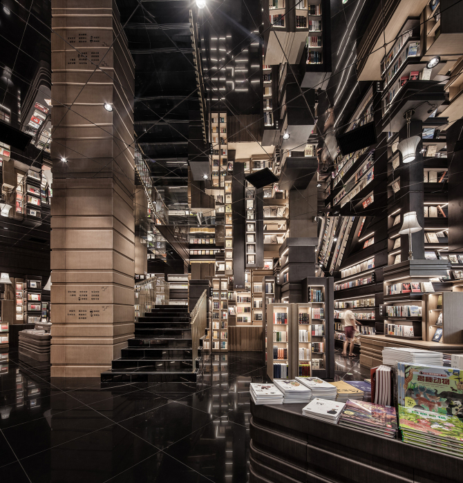 Фантастический интерьер зеркального зала в открывшемся книжном магазине (Zhongshuge Bookstore, Нинбо). | Фото: thecoolhunter.net.