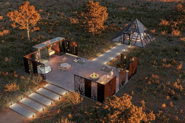 Возле каждого номера-пирамиды имеется собственный двор и благоустроенное патио (концепт Nomad's Pad).   Фото: beveragenewshubb.com.