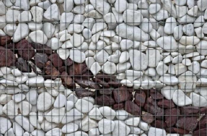 Установкой коробов и закладкой камня хозяйка дома занималась самостоятельно. | Фото: fakta.today.