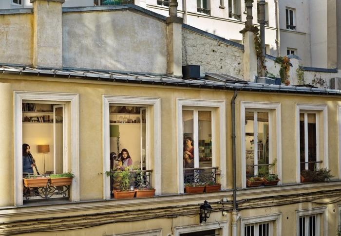 Современные жители некоторых европейский стран не занавешивают окна. | Фото: © Gail Albert Halaban.