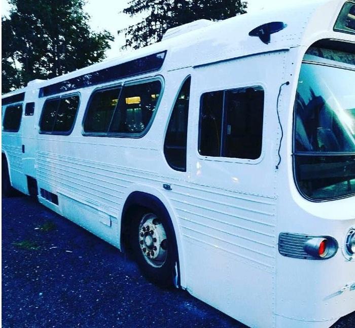 Автобус тоже может быть идеальным жильем («Greyhound», США). | Фото: Twizz.ru.
