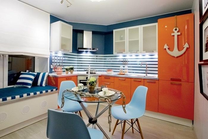 Оригинальное цветовое решение изменило кухню до неузнаваемости.