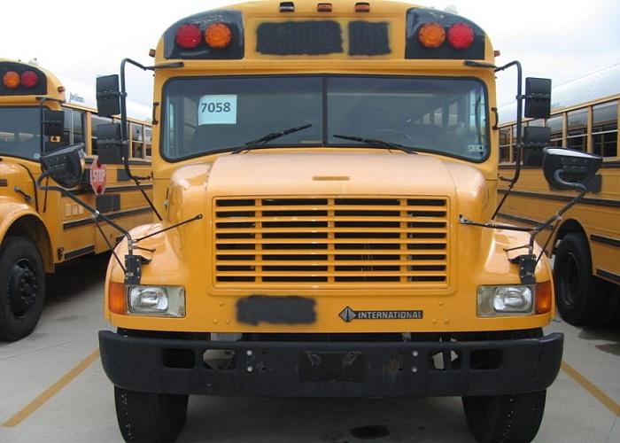 Автобус был куплен на аукционе всего лишь за 2200 долларов.