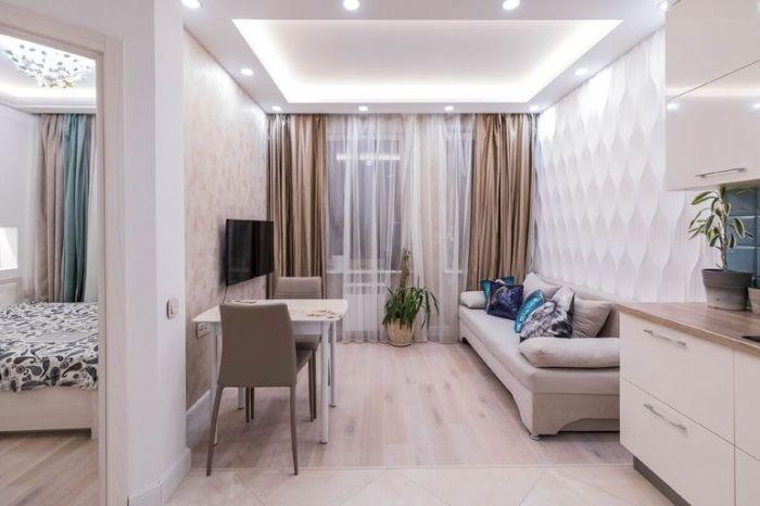 Дизайнерское оформление гостиной зоны в небольшой «евродвушке». | Фото: onashem.mediasole.ru.