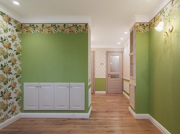 В оформлении спальни преобладает весенние мотивы и цвета яркой зелени.