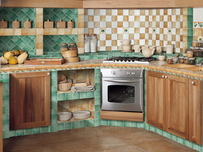 Монолитные кухни довольно оригинально смотрятся на больших площадях.   Фото: ural.org.