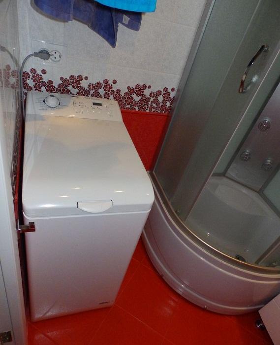 Если места совсем мало, то лучше приобрести стиральную машинку вертикальной загрузки.