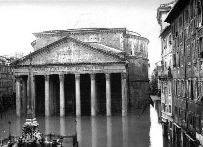 Несмотря на 2 тысячелетнюю историю и постоянные природные катаклизмы, Пантеон сохранился в прекрасном состоянии. | Фото: trip-together.ru.