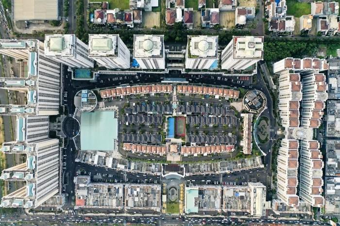Вид с птичьего полета на элитный поселок The Villas расположенного на крыше торгового центра (Джакарта, Индонезия). | Фото: medcom.id.
