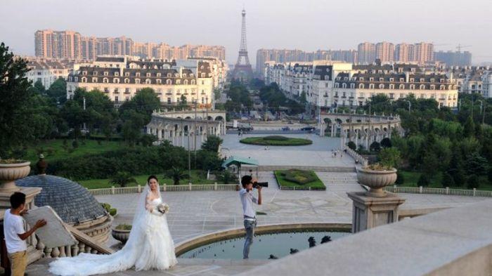 Жители близлежащих городов и сел устремляются сюда, чтобы сделать «парижские» фотографии. | Фото: mleguyaderawb.wordpress.com.