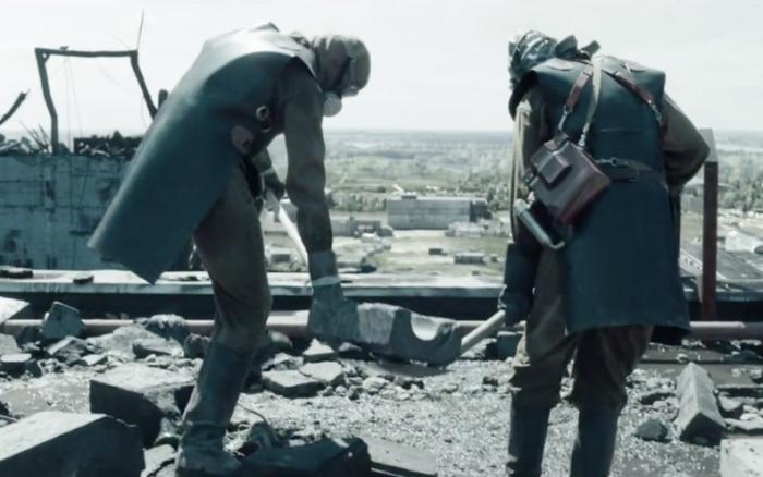 Самоотверженный подвиг ликвидаторов (Кадр из сериала «Чернобыль», 2019). | Фото: delo.ua.