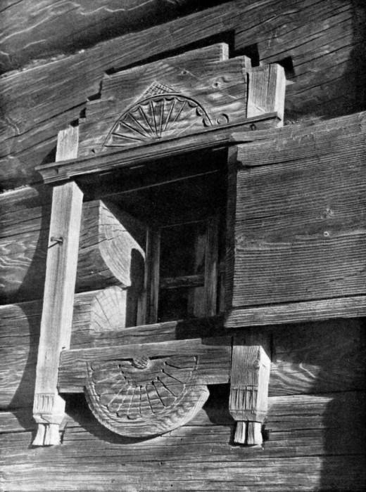 Оконные наличники до XVII в. имели простейший рисунок, символизирующий солнце. bigpicture.ru.