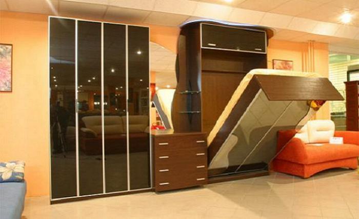 Кровать чудесным образом трансформируется в шкаф-купе.