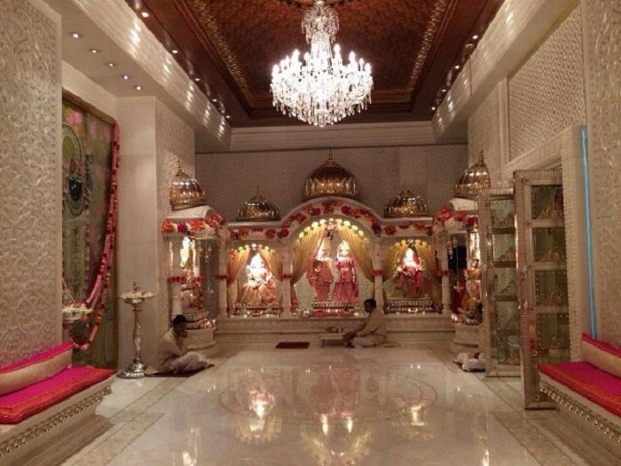 В частном небоскребе Антилия создали настоящий храм (Мумбаи, Индия)