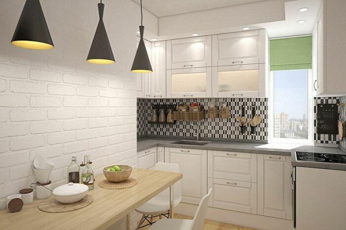 Кухню даже с такой планировкой реально обустроить практично и красиво. | Фото: trizio.ru.