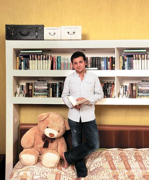 Книжные полки нашли свое место в спальне. | Фото: liveinternet.ru.