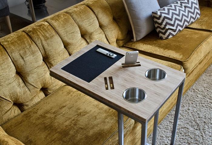 Идеальный приставной столик, где каждая вещь будет на своем месте. | Фото: dekoriko.ru.