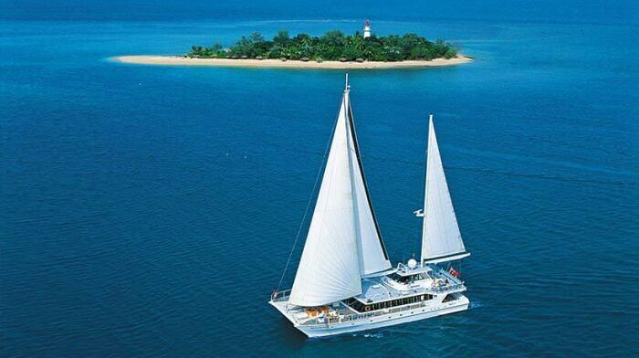 Частенько на берег острова высаживаются отдыхающие с частных яхт (Low Isles, Австралия). | Фото: quicksilvergroup.com.au.