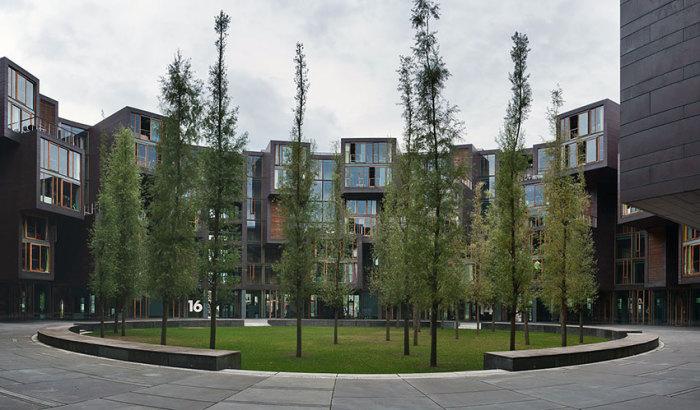Круглый внутренний дворик помог создать уютные зоны отдыха (Tietgenkollegiet, Копенгаген). | Фото: propertytimes.com.ua.