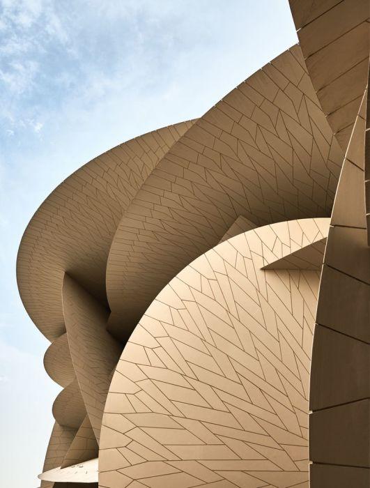 Фасад Национального музея Катара состоит из 250 тысяч бетонных элементов. | Фото:Джеймс Меррелл.