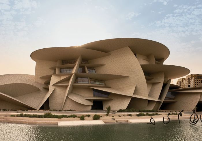 Здание Национального музея Катара в Дохе. | Фото: Джеймс Меррелл.