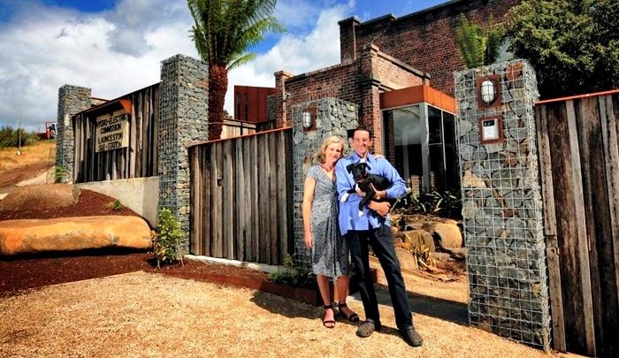 Марк и Карен Барткевичусы потратили 5 лет на то, чтобы иметь такой потрясающий дом. | Фото: cpykami.ru.