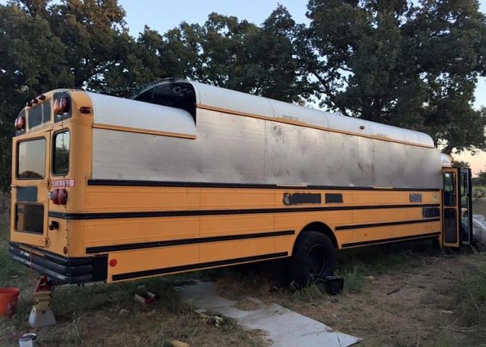 В автобусе пришлось поднимать крышу.