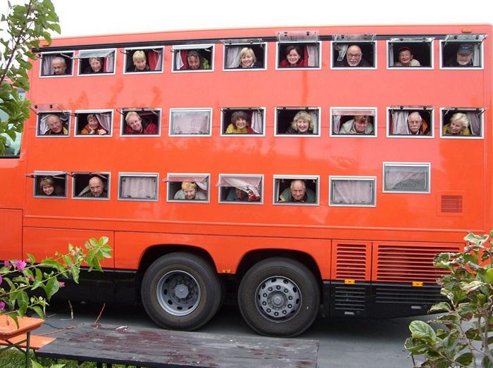 Каждый номер оборудован окном, шторкой и москитной сеткой (Отель на колесах Rotel Tours).