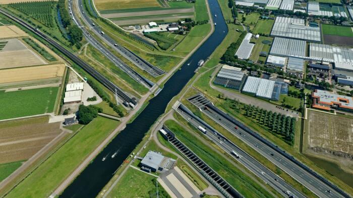 Водный мост стал продолжением судоходного канала Ringvaart Haarlemmermeer (Нидерланды).