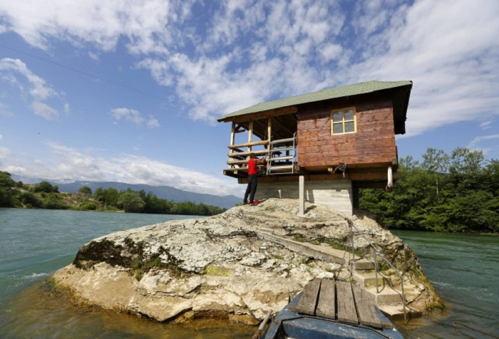 Дом на реке – самое популярное место среди туристов (Сербия).
