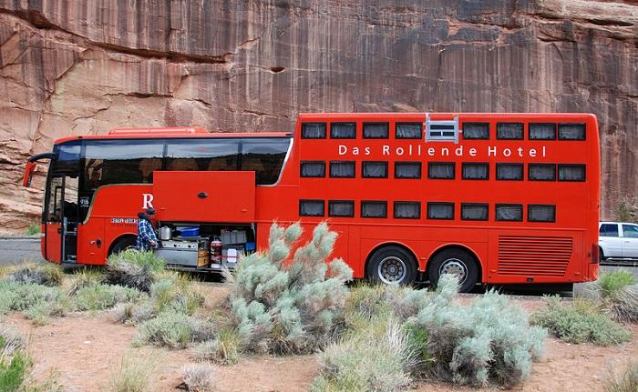 Вариант хостела на колесах, созданного на основе автобуса (Rotel Tours).