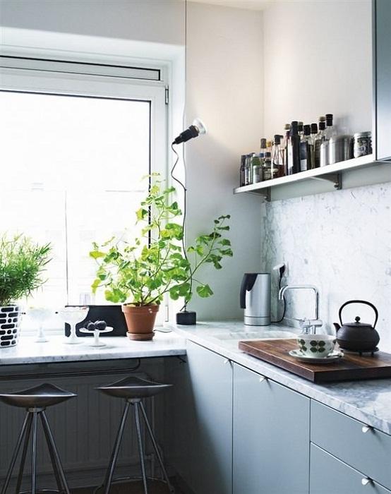 Интересная идея оформления маленькой кухни с нишей.