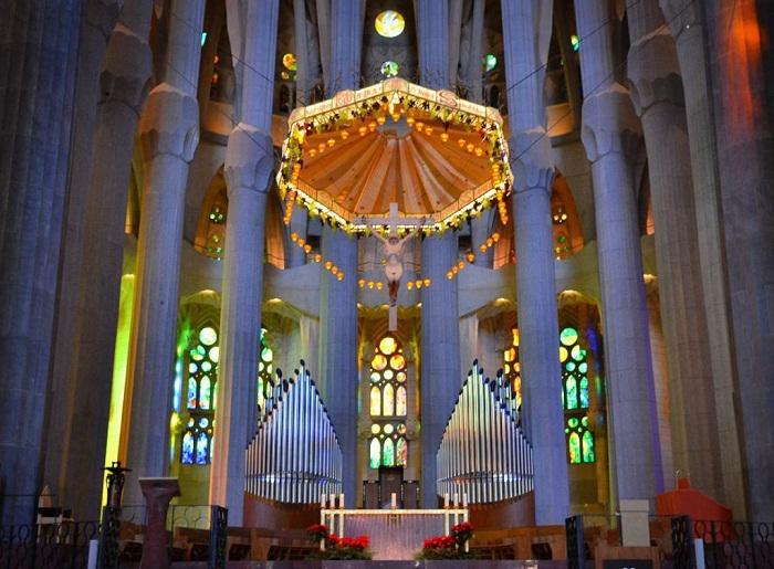 Восхитительное величие храма (Temple Expiatori De La Sagrada Familia).