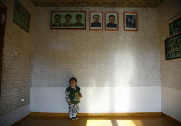 Даже если квартира совсем пустая, но портреты вождей должны быть обязательно. | Фото: nevsedoma.com.ua.
