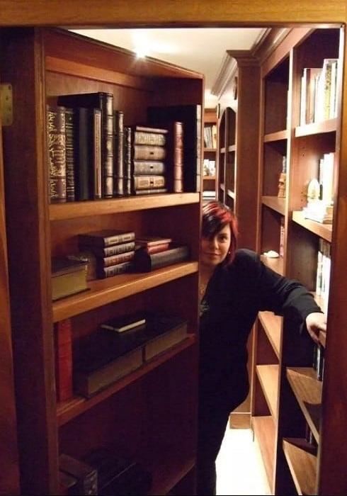 Вход в библиотеку.