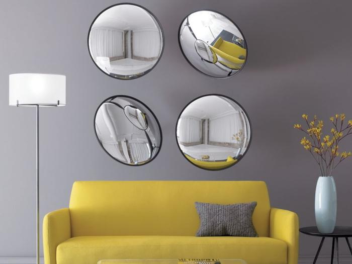 Выпуклые зеркала создадут особенный интерьер. | Фото: vannadecor.ru