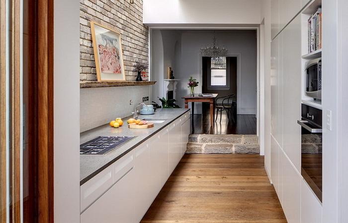Кухня в коридоре.