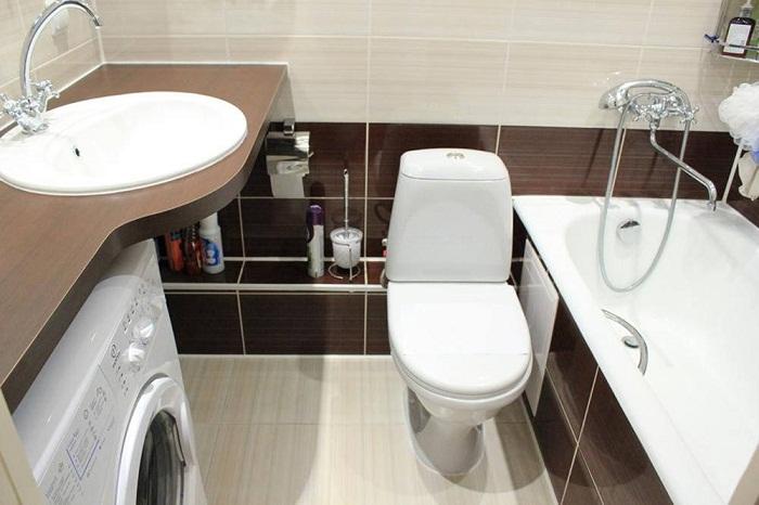 Для маленькой ванной комнаты лучше выбрать умывальник округлой формы.