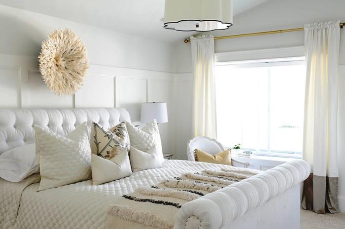 Спальня в белых тонах всегда будет стильной и элегантной. | Фото: interiorsroom.ru.